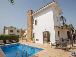 Ionion 4 Bedroom Villa with private pool, 100 metres from the Beach.