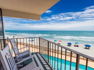 Oceanfront 2 BDRM Condo at Royal Gardens with FREE Water Park, Aquarium, Golf &