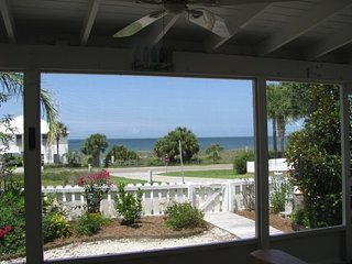 TIDEWATER-Pet Friendly & 50 Steps to the Beach!