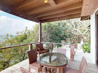 NEW LISTING! Cozy oceanfront villa with panoramic ocean views & beach access!