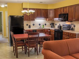 Resort Accommodations Near JMU- Sleeps 6