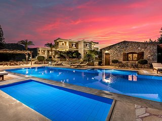 Oceanides luxury apartments by the pool in Sitia