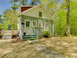 NEW LISTING! Cozy cottage w/deck, grill, & outdoor firepit - near town & slopes