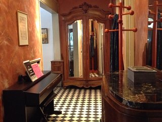Shared Parisian Apt with Character in 7th, 1 bedroom (nr Eiffel Tower)