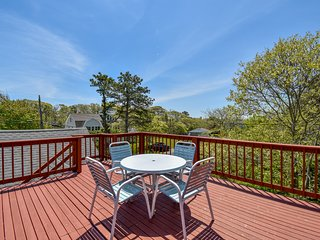 #602: Make memories in this Chatham beach home within steps to Nantucket Sound!