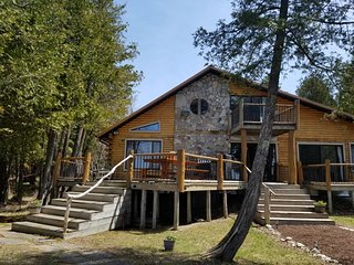Fall Special!!! 5 Bedroom log home on Lake Huron