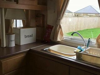 COASTFIELDS HOLIDAY VILLAGE 9- 8 BERTH CARAVAN