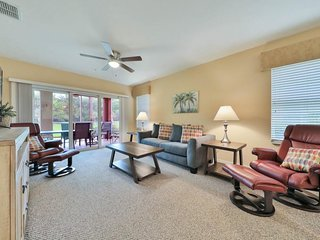 NEW LISTING! Waterfront condo w/shared pool, hot tub & fitness center