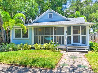 Old St. Pete Bungalow - Downtown 1 Mi, Beach 8 Mi!