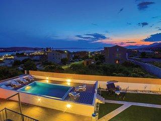 4 bedroom Villa in Kaštel Sućurac, Croatia - 5574275