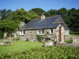 GARDENER'S - Romatic One-Bedroom Bungalow Real Cornish Cottage: Sleeps 2+1