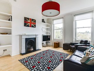 Beautiful 2BR Home in Wimbledon Village w/Parking