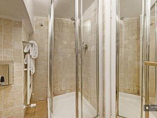 Exquisit 2 bedroom Apartment in Rome  (FC7832)
