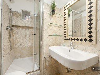 Sparkling 2 bedroom Apartment in Rome  (FC0327)