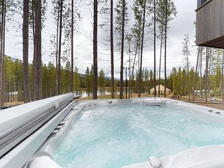 Lakeview cabin w/ private hot tub & location near skiing, day trips, more!