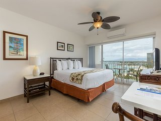 High-Floor Ocean/Sunset View w/Modern Kitchenette, Free WiFi–Waikiki Shore #1405