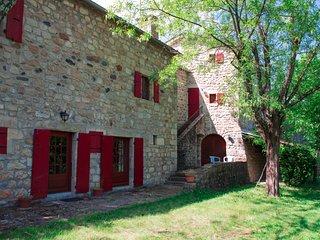 La Charre - Maison pour 12 personnes avec studio prive, terrasse, jardin...