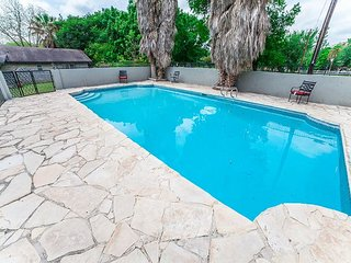 MOST Popular Waterfront Rental, has: Pool, B-Ball & V-Ball courts, Pool Table