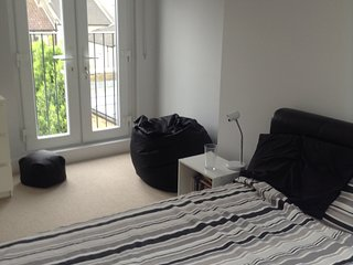 Charming London Terrace House 3 Double bedrooms sleeps 5/6. Excellent location.
