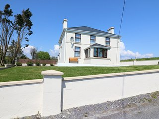 ARD NA GREINE, detached house, lovely views, enclosed garden, in Union Hall, Ref