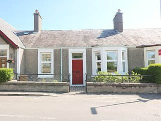ANNESLEY COTTAGE, sea views, near Lower Largo, WiFi, Ref 980710