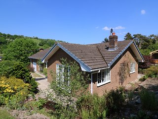 PEN Y MAES, stunning garden, hot tub, countryside.