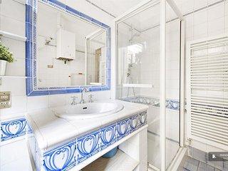 Wonderful 2 bedroom Apartment in Rome  (FC5882)