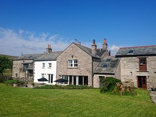 STREET FARM, en-suites, exposed stone and beams, perfect for large groups, Ref