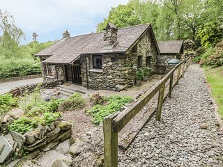 LOW BROW BARN, in Ambleside, parking, Ref 972468