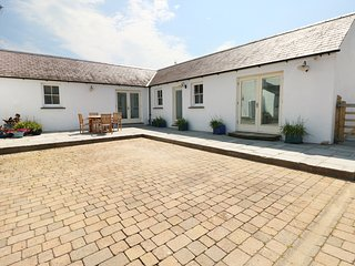 THE ANNEXE AT THE OLD FARM, all ground floor, underfloor heating, in Lamphey