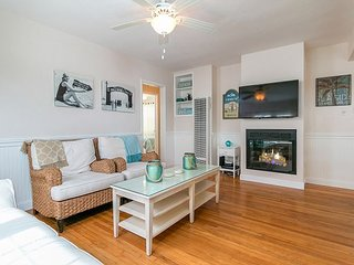 Newly Renovated 3BR - The Cottage * Hollywood Beach - 400' from the Sand!