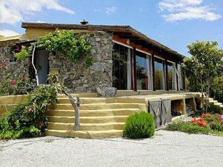 Beautiful, rustic house, air-con, WiFi, private pool & garden, sea views