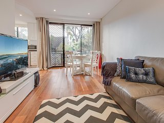 Bright renovated unit in relaxed beachside suburb