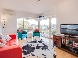 Bright and Breezy unit with views over Mosman Bay