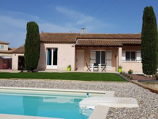 Villa avec piscine au calme