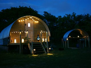 Luxury Glamping pig ark