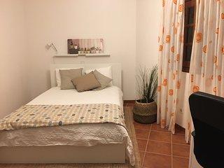 Moderno apartamento en pueblo tranquilo