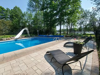NEW Peaceful Bed and Breakfast on lakefront with POOL