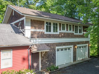 Ivy Guest | Spacious Above-Garage Apartment Convenient to C'ville & Crozet