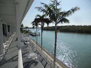 Cute and Cozy 1 Bedroom unit on waterfront in Historic District of Marco Island!