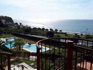 Precioso ático en primera línea de playa con magnificas vistas al mar y montaña