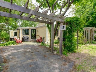 NEW LISTING! Quaint getaway w/ kitchen & lush yard - near beach & town, dogs OK!