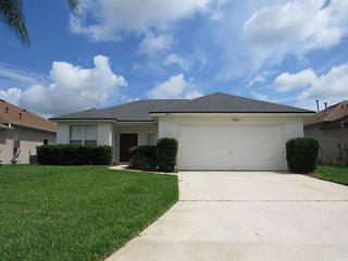 All the comforts of home and then some! Esprit 3/2 Pool Home - minutes from