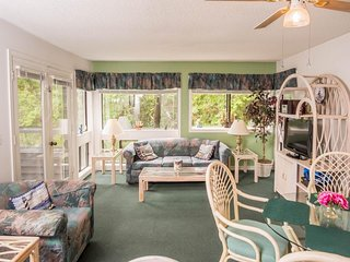 NEW LISTING! Cozy condo near the beach w/ shared pool, hot tub, & fitness center
