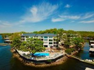 Spectacular 2 Level Lakefront 3 Bd/3 Bath, WIFI, June Special! Small Complex