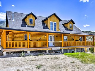 Cabin w/ Theater Room by Palisade State Park!