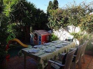 Maison pour 9 personnes. Jardin. terrasse. 3 chambres