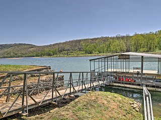 NEW! Flippin Cabin w/Dock, Boat & Fire Pit Access