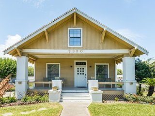 NEW LISTING! Dog-friendly villa w/front porch & full kitchen - blocks to beach