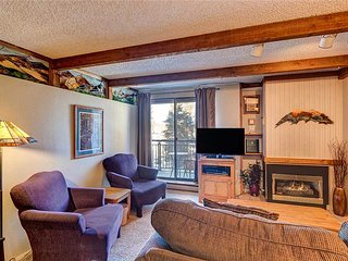 Ski-in/ski-out! Quick walk to Main St, beautiful furnishings, outdoor hot tubs!